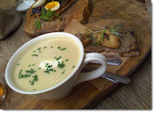 ONION SOUP WITH THYME